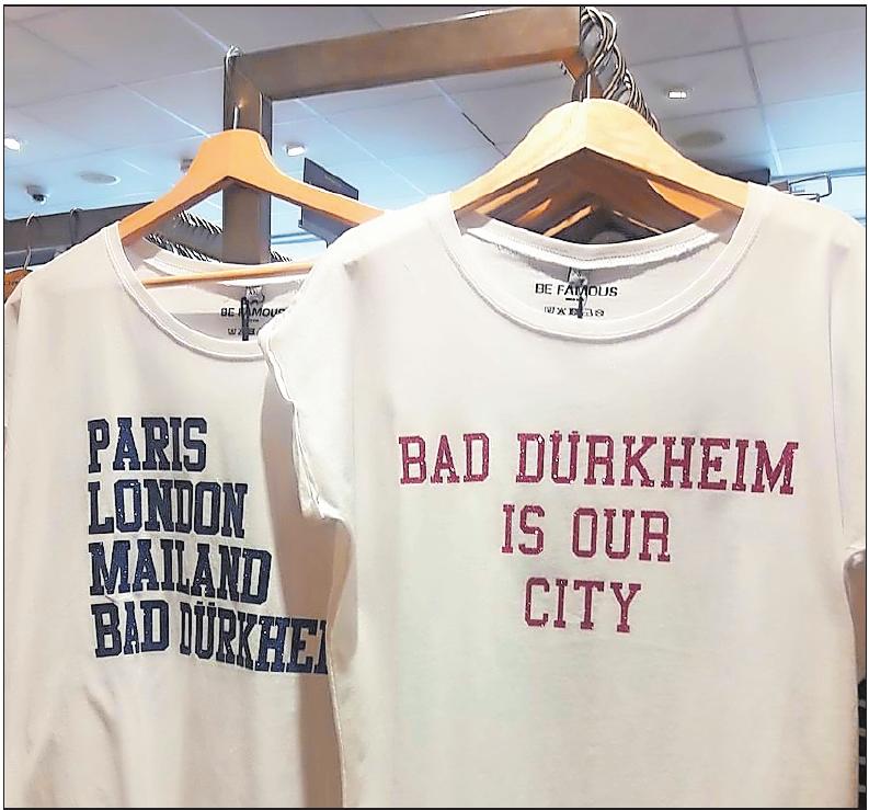 Mit diesen Shirts, die es bei Lemontree zu kaufen gibt, können Fans ihre Liebe zur Kurstadt zum Ausdruck bringen. FOTO: LAI