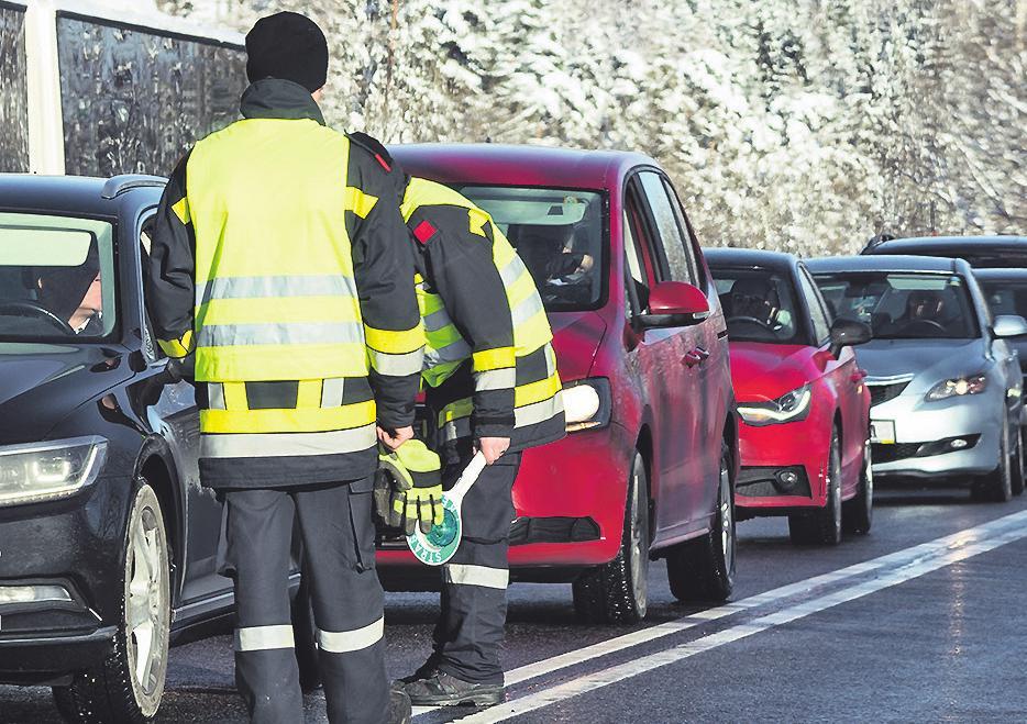 Verkehrskontrolle im Winter: Hier drohen teure Fallstricke für Autofahrer Sonja Birkelbach/ stock.adobe.com