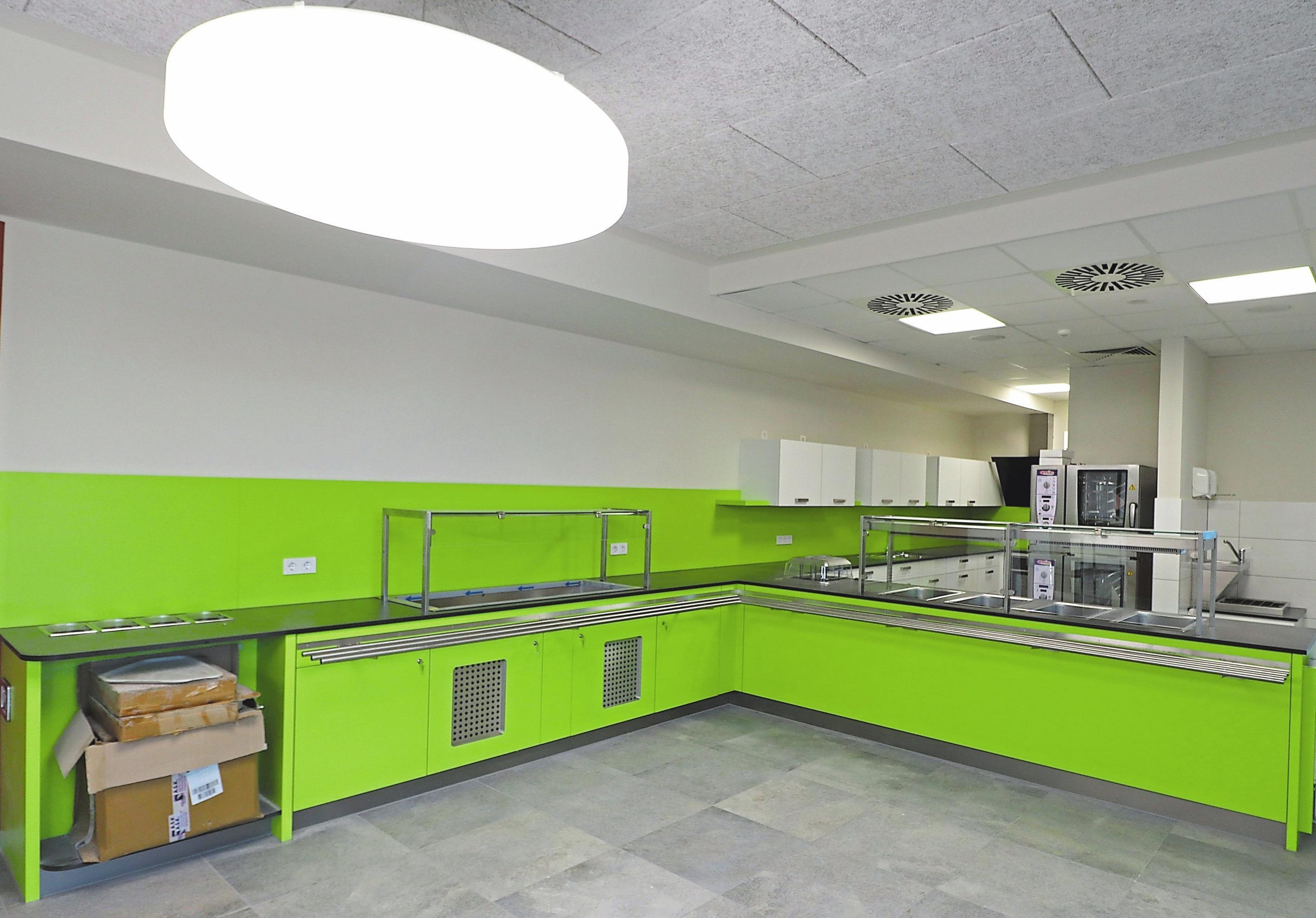In der neuen Mensa werden mittags rund 50 Grundschüler ihr Essen einnehmen. Bei Bedarf kann der Platz durch den benachbarten Multifunktionsraum erweitert werden.