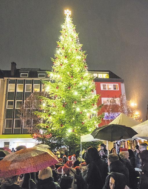 Adventssingen mit dem KVB-Orchester auf dem Severinskirchplatz in der Südstadt endete wegen starken Regens leider vorzeitig Image 1
