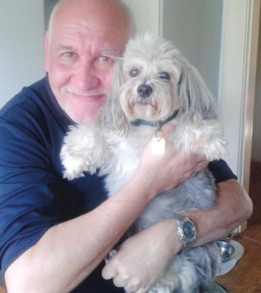 Ein Hund bringt seinem Besitzer Zuneigung entgegen und vergrößert dessen Lebensfreude Foto: Skibbe