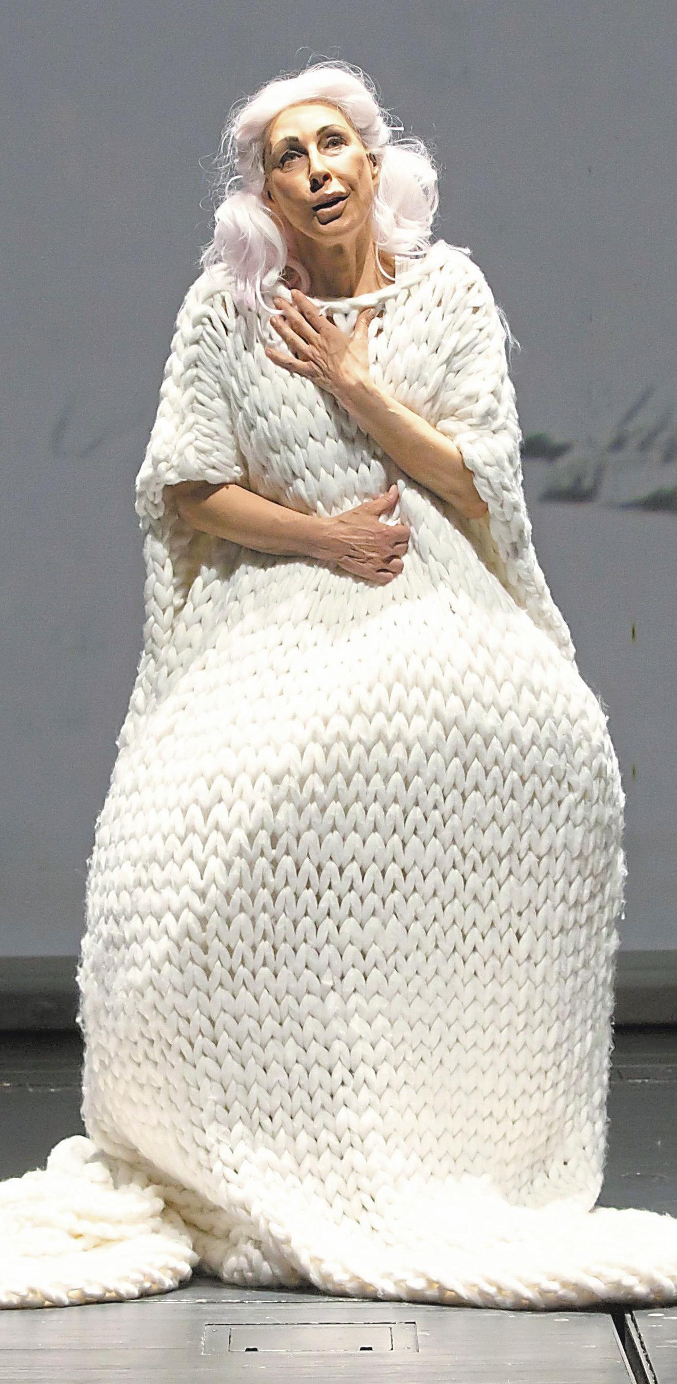 """Allein zu Haus: Regine Andratschke in dem Stück """"Bin nebenan"""", das im Theater Münster das Kultur-Vakuum überbrückt. Foto: Berg"""