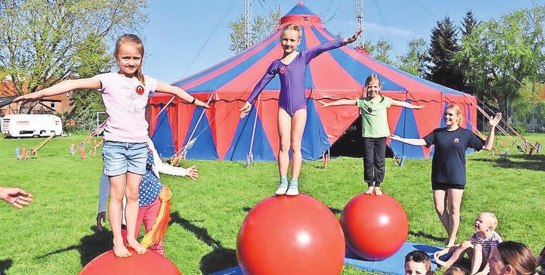 Die Kids können auf der infa das Zirkus-Handwerk von den Profis in spannenden Workshops erlernen.