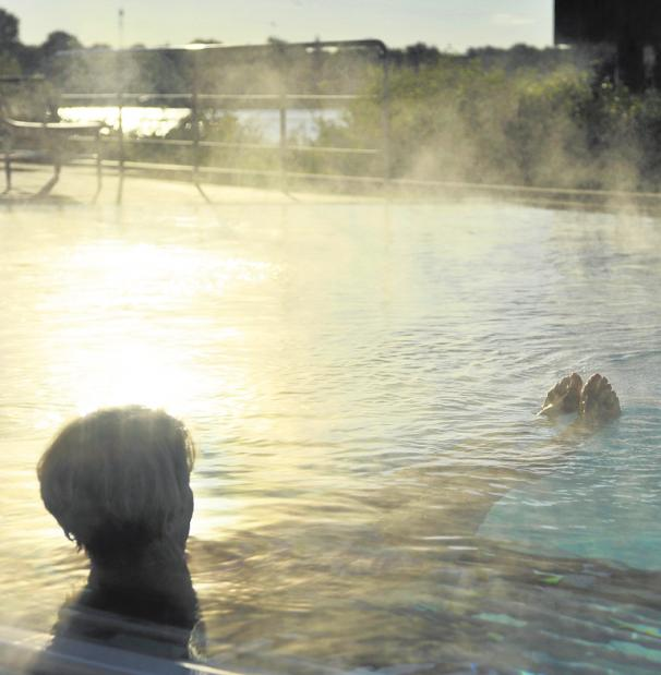 """Das Schwebebad in Thermalsole wird """"Floating"""" genannt. FOTO: PETRA STUENING"""