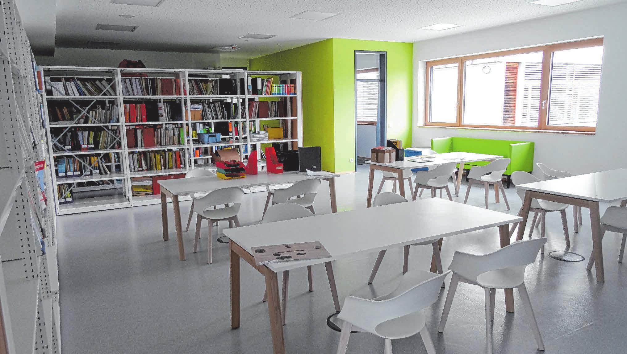 Auch die Lehrerschaft bekommt neue, moderne und vor allem größere Räume, so wie hier das Lehrervorbereitungszimmer