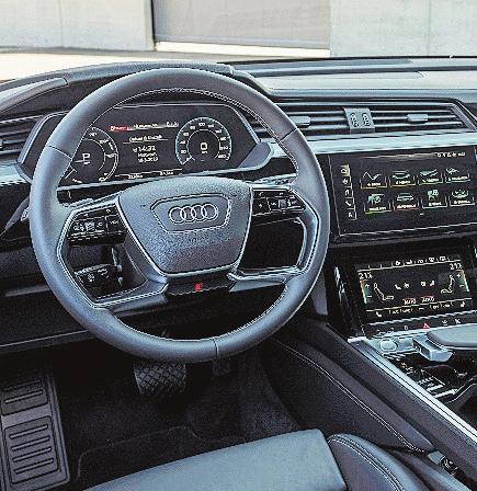 Der e-tron Sportback besitzt das Audi Virtual Cockpit sowie das Infotainmentsystem MMI.