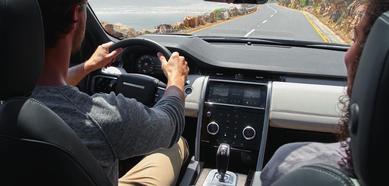 Der Fahrer genießt den perfekten Überblick. Fotos: Land Rover