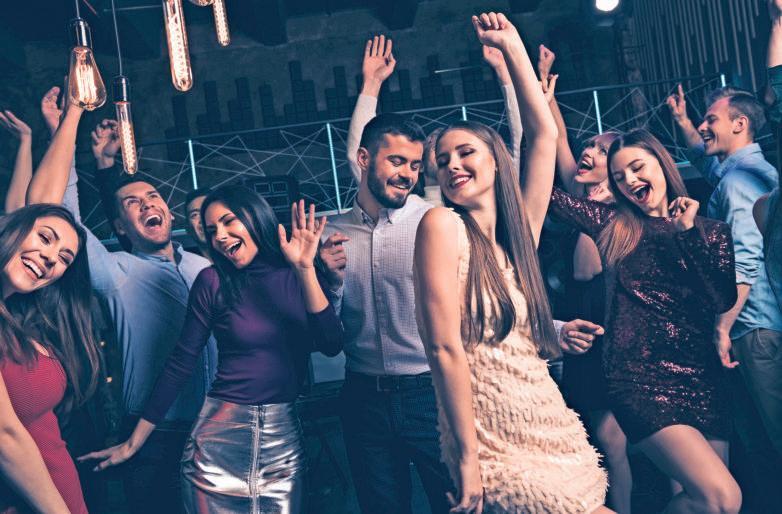 Mit Kollegen tanzen und Spaß haben ist ok – solange beide Seiten es wollen. Foto: deagreez/Stock.adobe.com