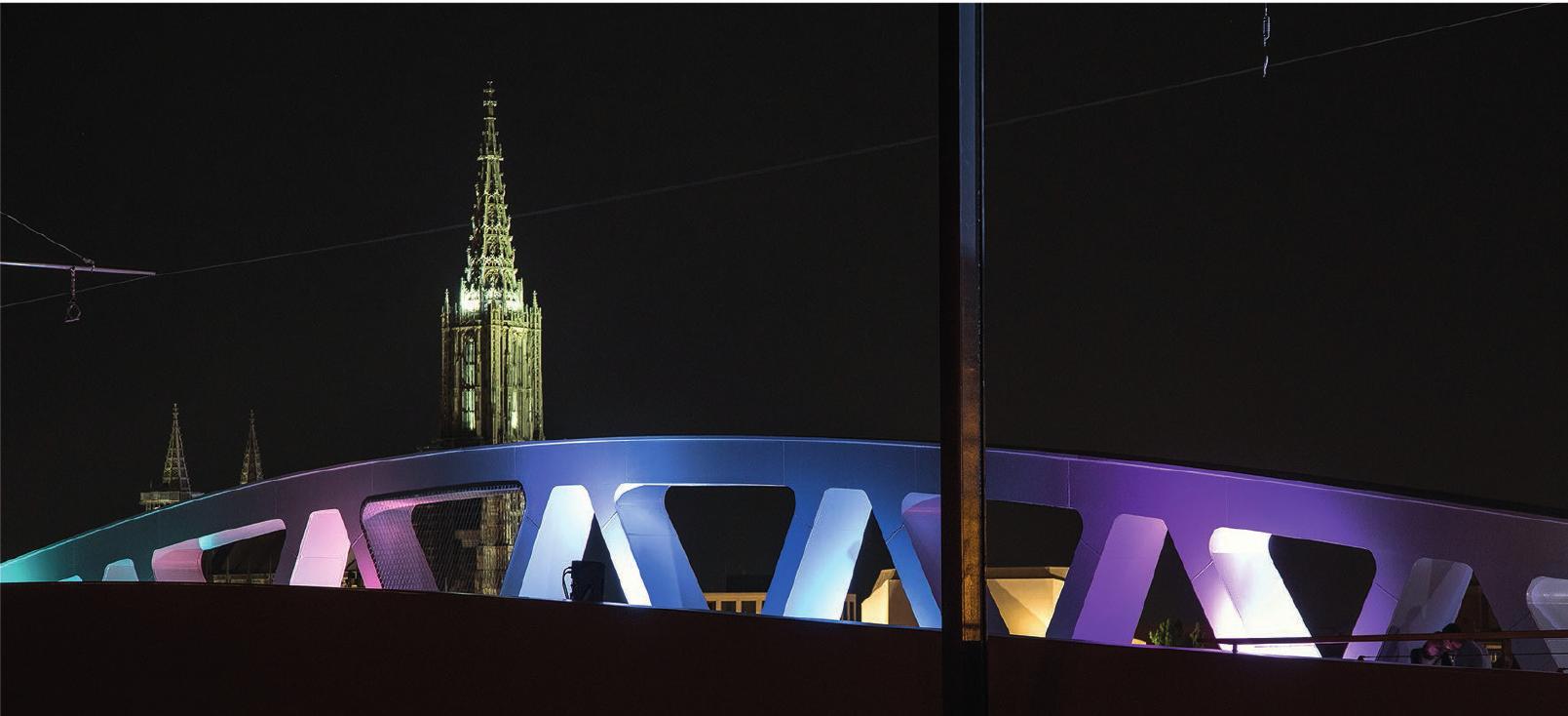 Ein ganz neuer Blick aufs Ulmer Münster: Die weiße, sehr moderne Kienlesbergbrücke gibt nun neue Perspektiven frei.Foto: Stadt Ulm
