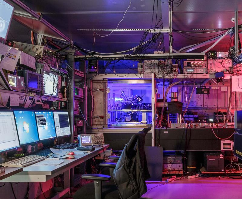Laborarbeit: Mit Simulationen neue Quantenwelten erschaffen.