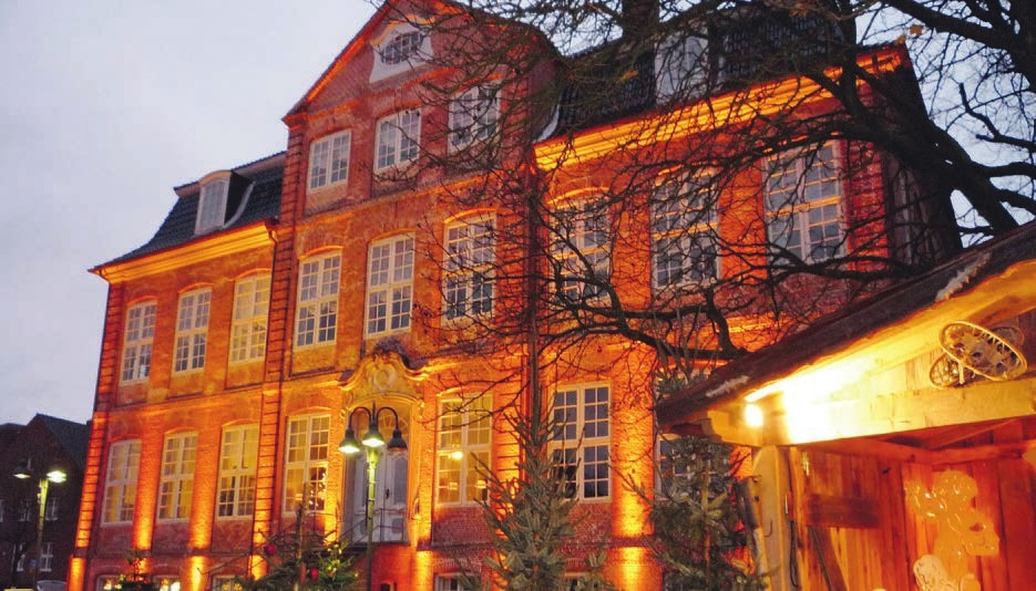 Die barocke Landdrostei ist zum 37. Mal der Ort für einen Nikolausmarkt in Pinneberg Foto: Drostei