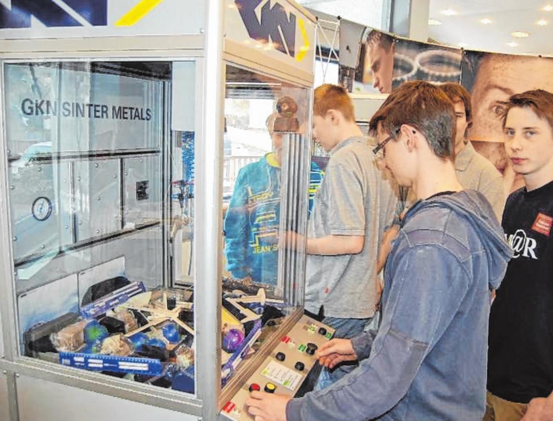 Alle zwei Jahre organisiert die Stadt Bad Brückenau den Tag der Ausbildung. Für Heranwachsende ist es die Chance, heimische Unternehmen kennenzulernen. FOTO: STEFFEN STANDKE