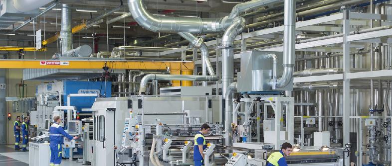 Mit einer Gesamtkapazität von 42 Millionen Quadratmetern ist EGGER am Standort in Gifhorn Deutschlands größter Schichtstoffproduzent