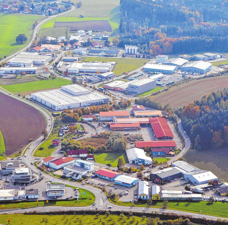 Rund 750 Arbeitsplätze bietet das Gewerbegebiet mit 25 leistungsstarken Unternehmen. Zusätzlich zum ZIG sind auf der Amtzeller Gemarkung aktuell rund 350 Gewerbebetriebe angemeldet.FOTOS: P.PETERS/T.SCHITTENHELM
