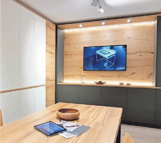 Im eleganten Besprechungsraum werden Kundengespräche geführt.