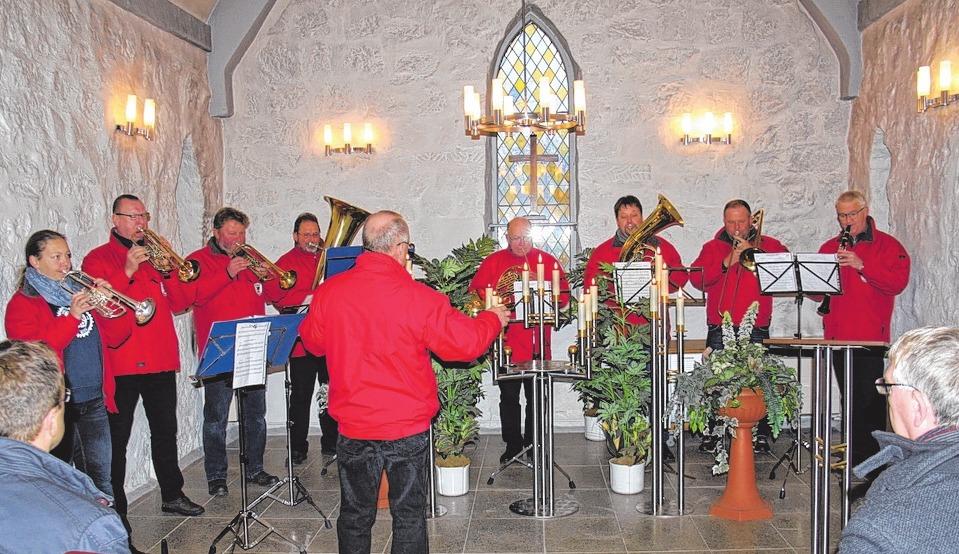 Die Grimmener Blasmusik spielte in der Kapelle.