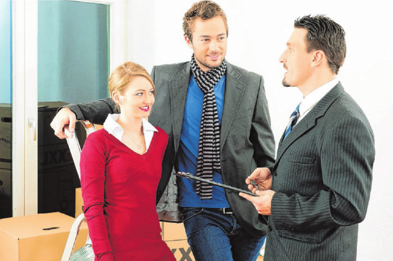 Makler bieten den Kunden besten Service: Sie übernehmen auch die Besichtigungen.Foto: © kzenon - fotolia.com