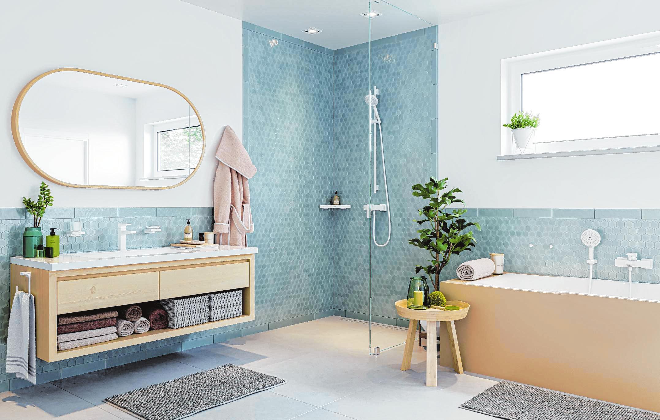 Beigetöne und Akzente in Türkis: Diese Farbkombination verändert den bislang typischen Look eines Badezimmers.