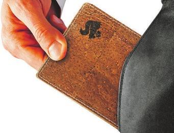 Geldbörsen aus Kork sind weich und solide Foto: djd/Acherla/Alexander Kalina/Shutterstock.com