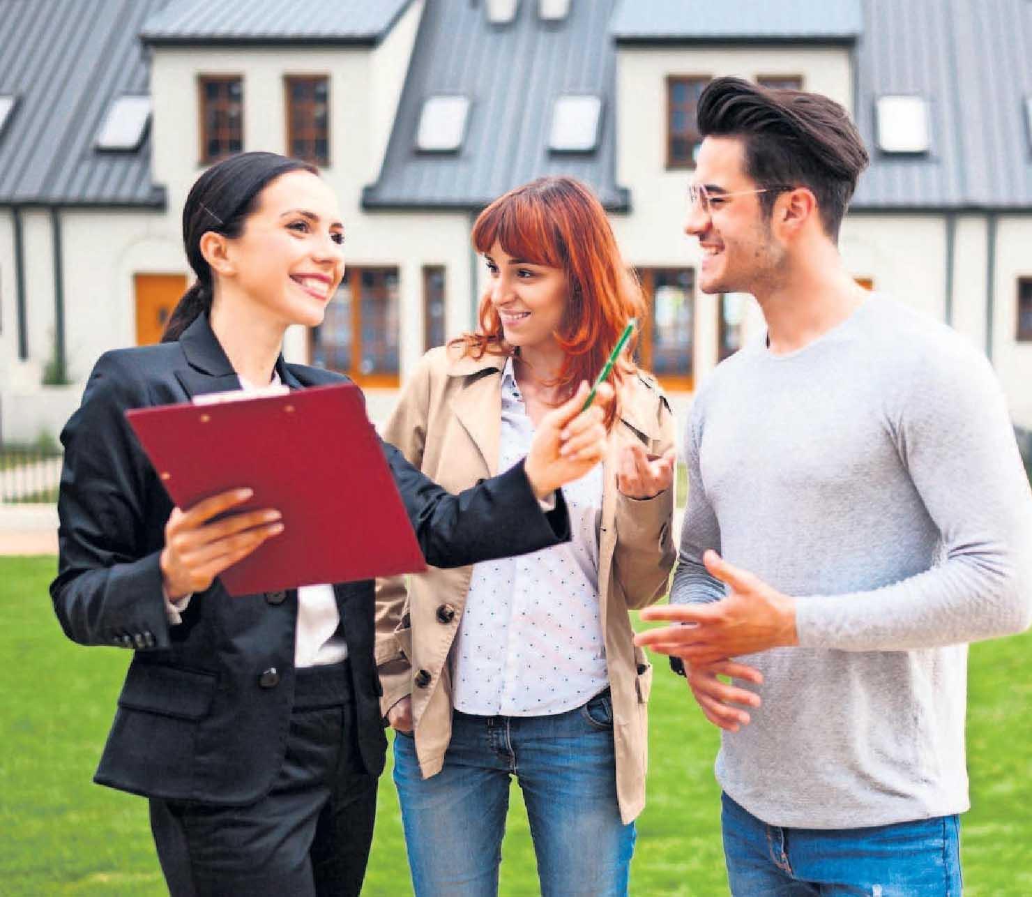 Auch Makler können den Wert einer Immobilie ermitteln. Foto: leszekglasner – stock.adobe.com