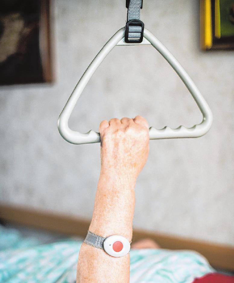 Pflegekräfte in Krankenhäusern, Altenpflegeheimen und Sozialstationen kümmern sich täglich um akut Kranke und Menschen, die auch dauerhaft auf Pflege angewiesen sind.