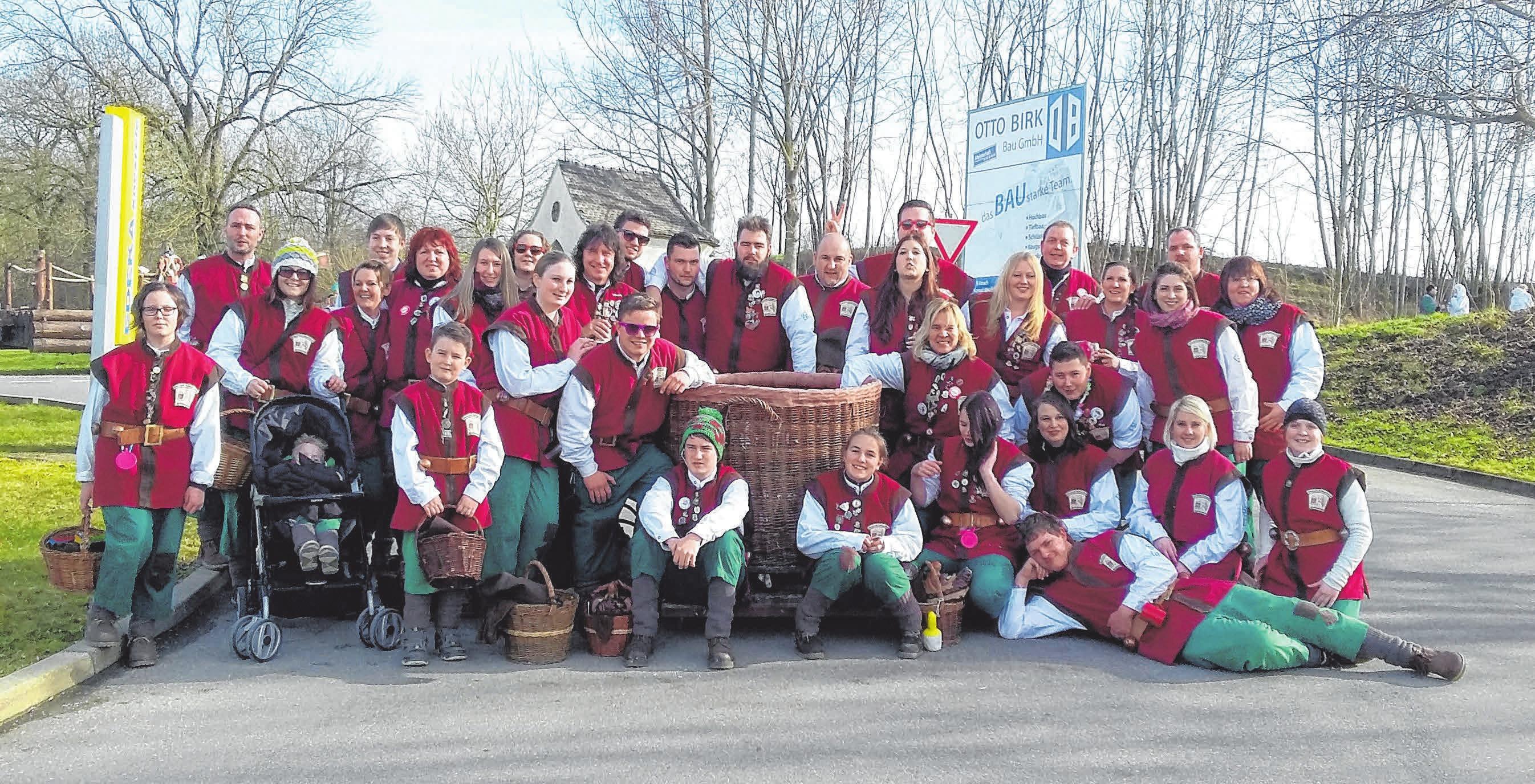 Die Narrenzunft der Krettamachr in Dettingen freut sich auf eine tolle Fasnetszeit. Den Auftakt macht am Freitag die traditionelle Narrendisco in der Festhalle. FOTO: ZUNFT