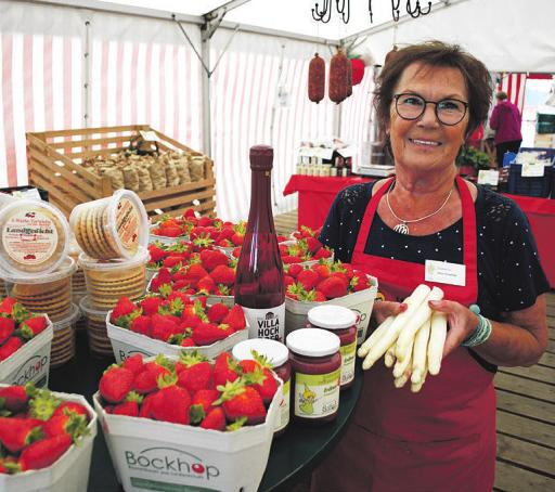Spargel und Erdbeeren satt gibt es bei Brigitte Freytag am Bolhuis-Stand