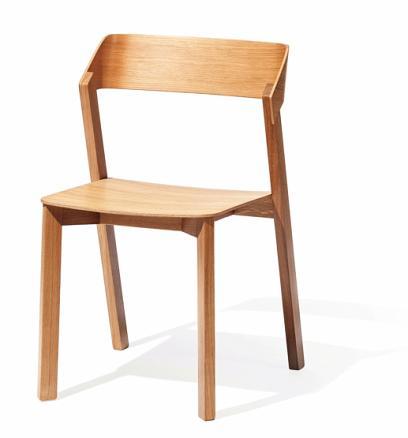"""Der Stuhl Merano des Herstellers """"Ton"""" ist komplett aus Holz, ohne Metallteile. FOTO: LUKAS PELECH ATELIER / TON"""