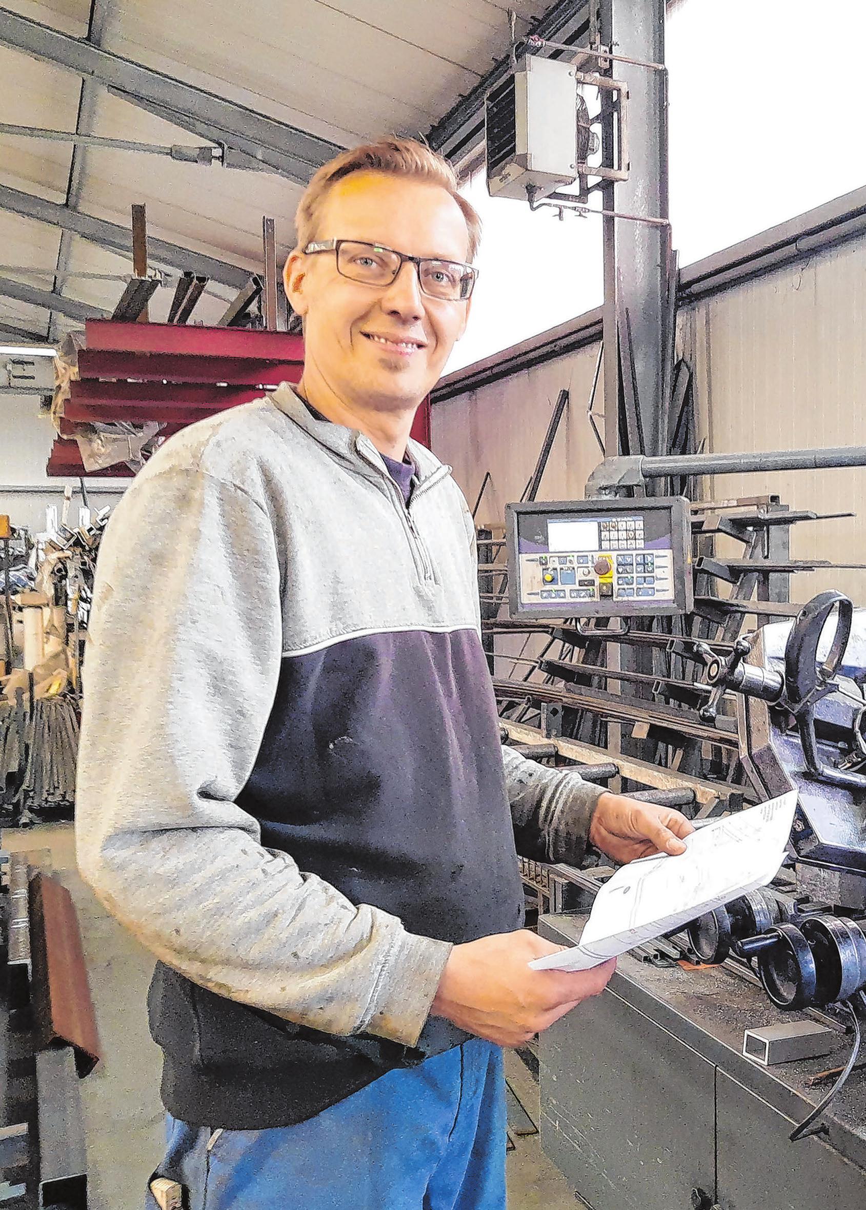 Metallbaumeister Kay Schybek ist einer von derzeit zwölf fest angestellten Mitarbeitern.