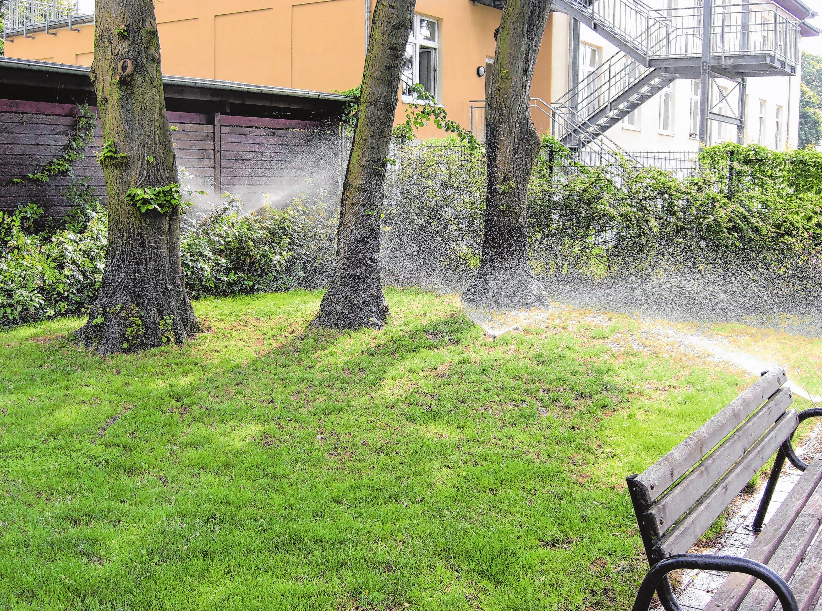 Die Nachfrage nach Bewässerungsanlagen steigt. Eine automatische Beregnung spart Arbeit und Zeit.