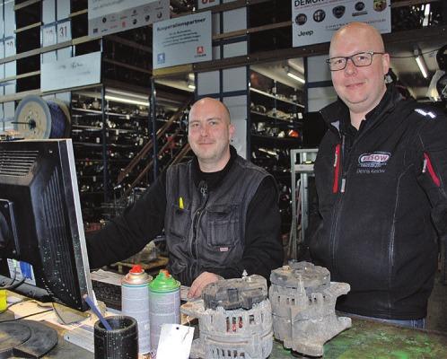 Mathias Helbach (l.) und Dennis Kiesow haben den Kfz-Online-Ersatzteilemarkt bei Kiesow gut im Griff Foto: Tina Jordan