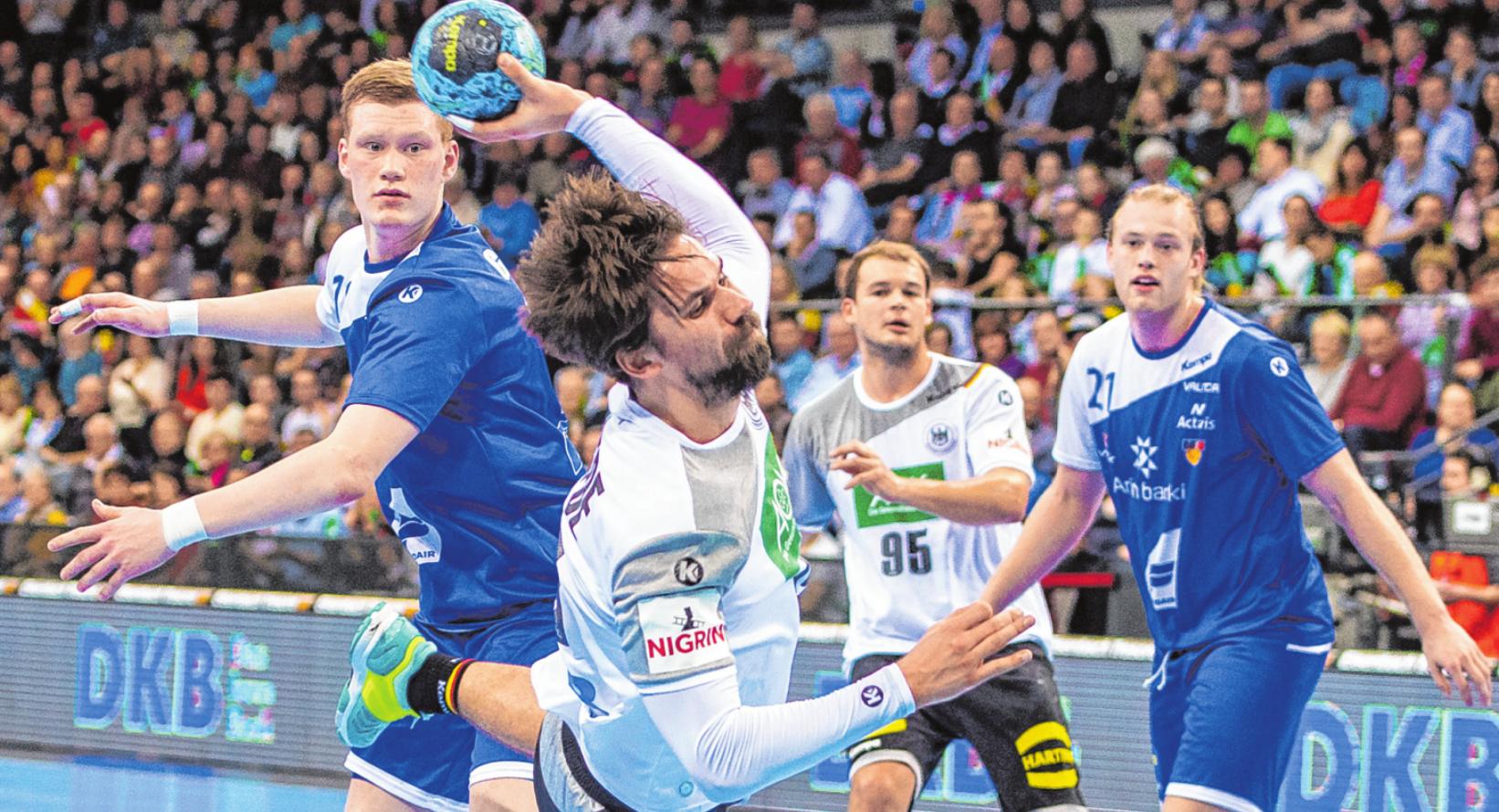 Die Berliner Nationalspieler Fabian Wiede (l.) und Paul Drux können mit ihrem Heimvorteil in der Vorrunde ein entscheidender Faktor für die Mannschaftsleistung sein. FOTO: WOLF/FOTOSTAND