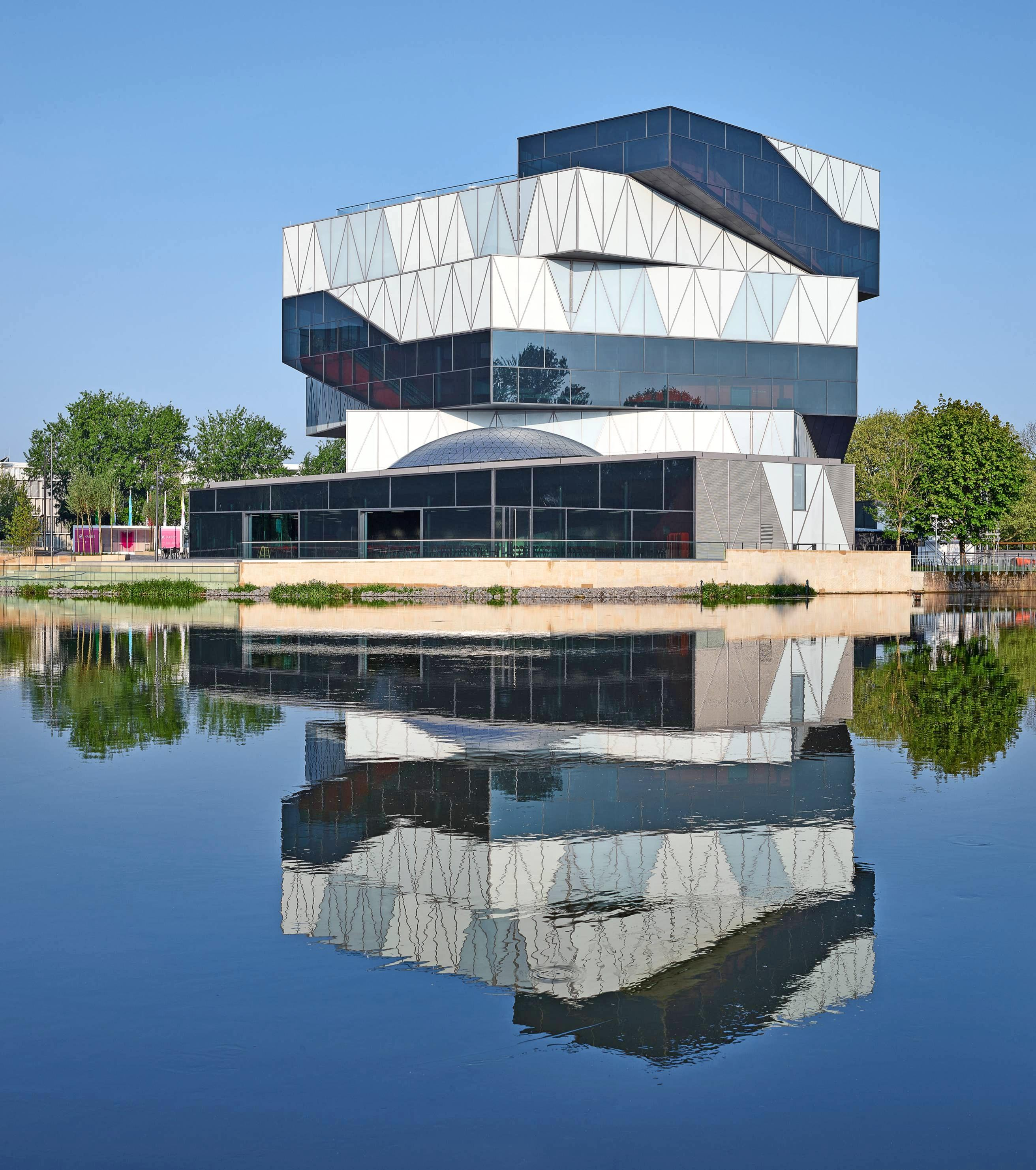 Bei 275 interaktiven Exponaten auf vier Stockwerken haben Besucher eine riesige Auswahl, wissenschaftlichen Zusammenhängen auf den Grund zu gehen.