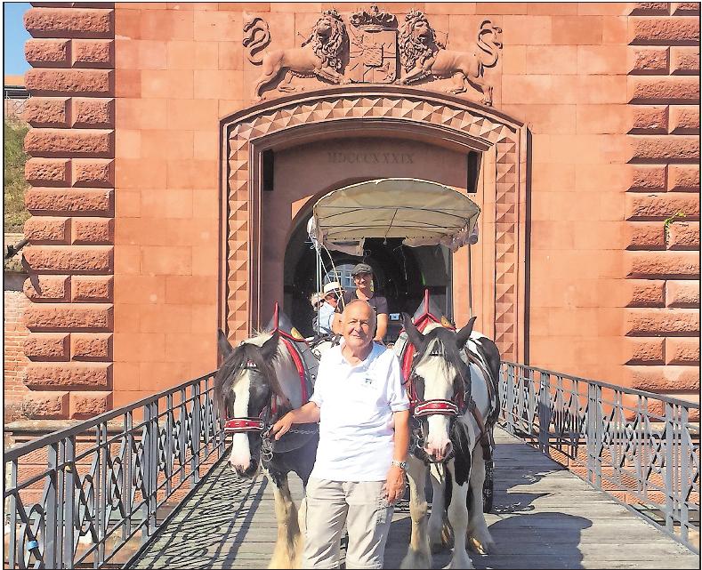 Start und Ziel der Kutschfahrt mit Judith Krömeke und Gästeführer Kurt Burger: das Weißenburger Tor. Foto: dem
