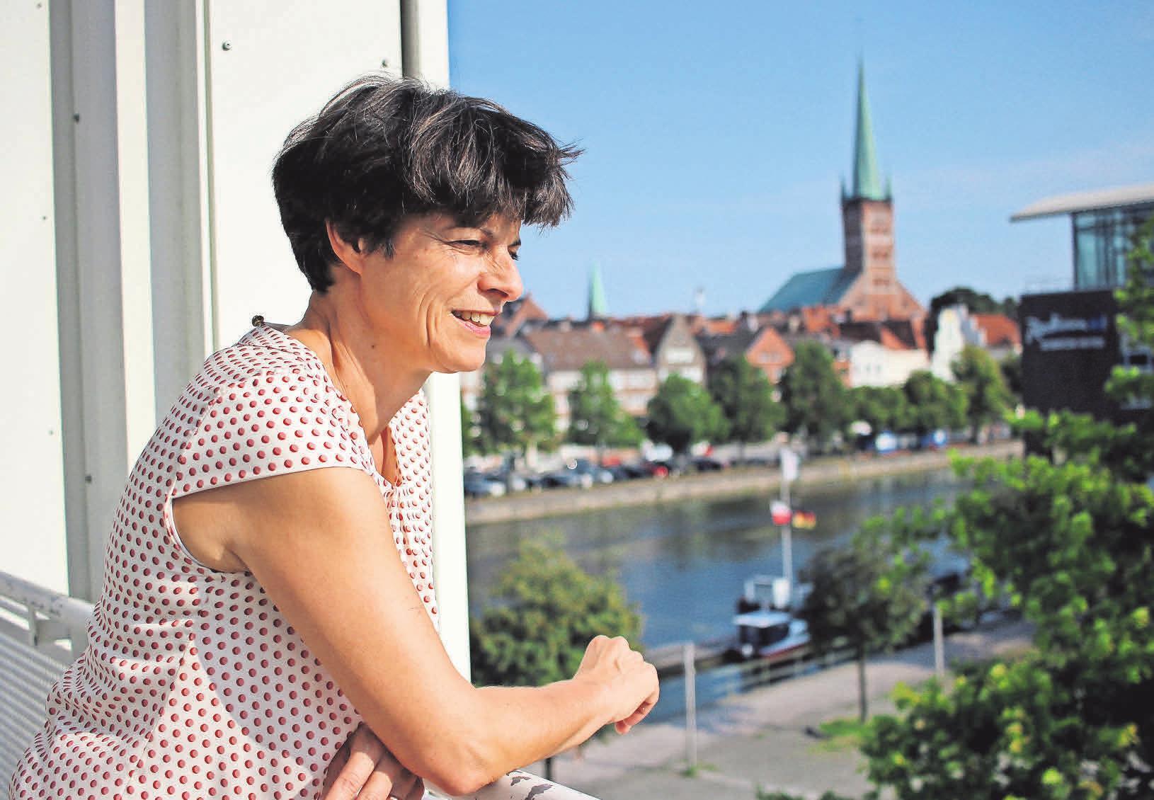 """""""Von uns gehen Impulse aus"""", sagt Ilona Jarabek. Sie ist seit 2007 Geschäftsführerin der Musik- und Kongresshalle. Foto: Philipp Aissen"""