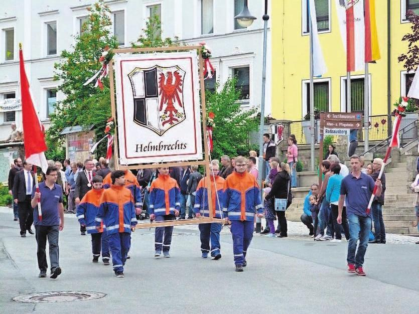 Der Festzug der Vereine formiert sich am Samstag. Um 18 Uhr geht's los. Fotos: Bußler