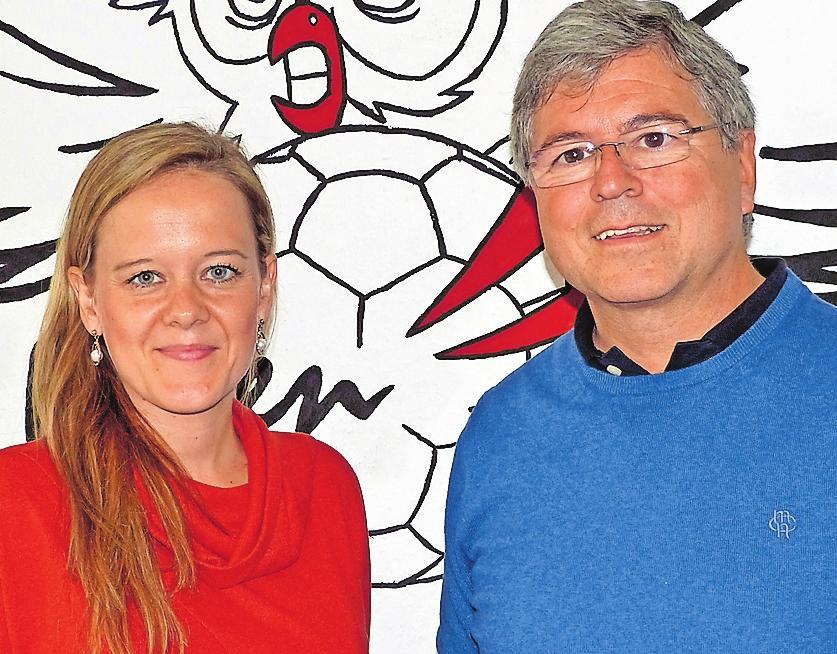 """Freuen sich auf das erste Oktoberfest der """"Eulen"""": Lisa Heßler, Geschäftsführerin der Eulen, und Dieter Mayer, Gesellschafter der Bundesliga Handball GmbH. FOTO: MOHRBACHER"""