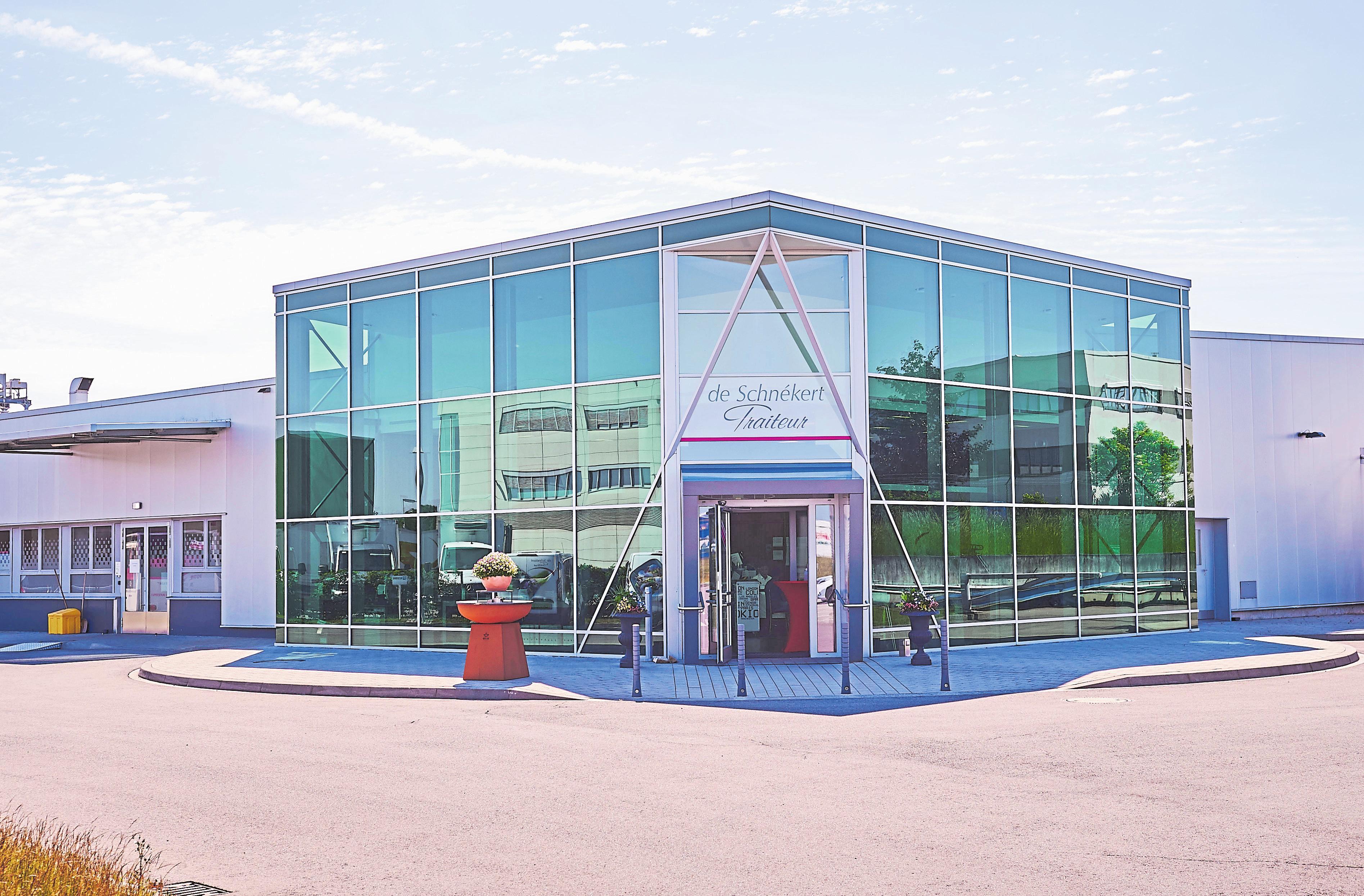 2009 wurden die Ateliers von de Schnékert Traiteur auf Windhof ausgebaut und modernisiert.