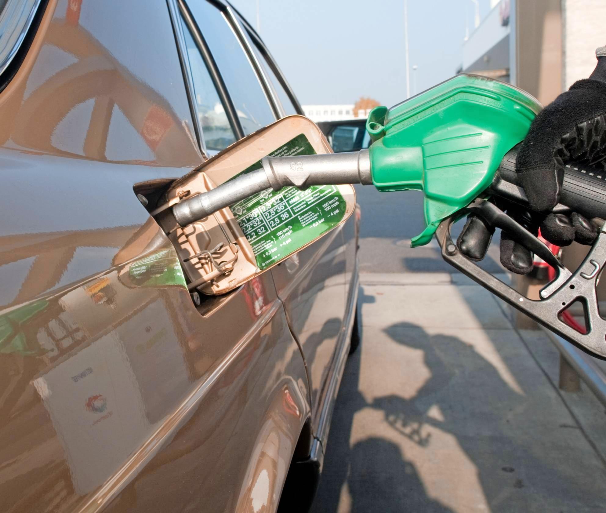 Tankstellen, Autohäuser und Fahrradhändler tragen dazu bei, auch in Zeiten von Corona ein Mindestmaß an Mobilität aufrecht zu erhalten. Foto: dpa
