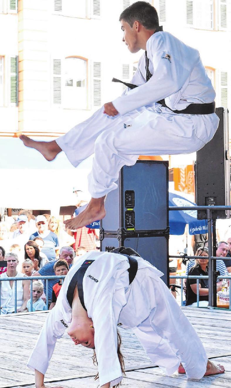 Die Taekwondo-Abteilung des SC Kirchen präsentiert am Kirbe-Sonntag einen Querschnitt ihres Könnens.   Fotos: Emmenlauer
