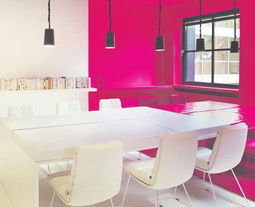 Farbe wirkt sehr stark auf uns, viel stärker als ein neues Möbel. Eine professionelle Beratung ist sinnvoll. Foto: bdia Handbuch Innenarchitektur 2021/22 – Peter Kalte