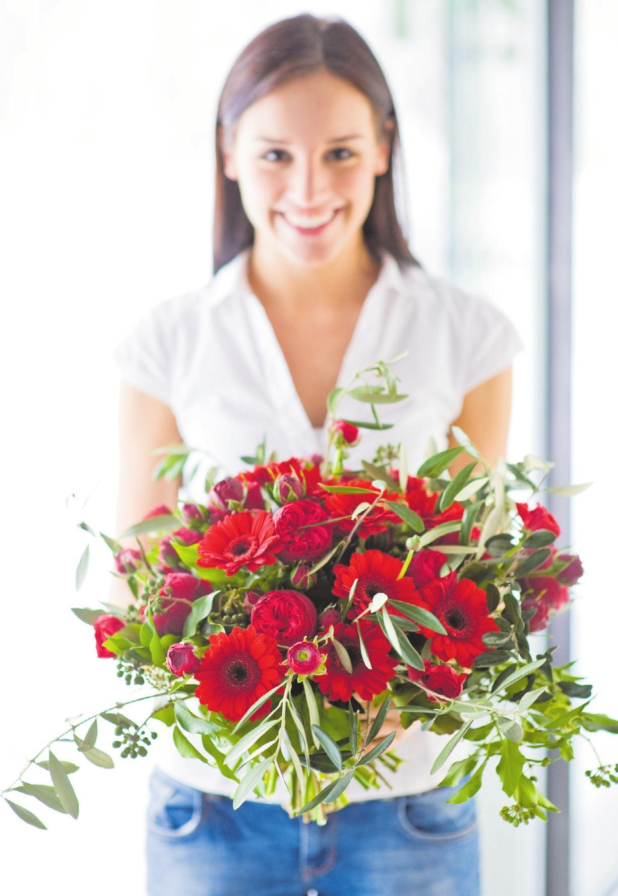 Rot ist die Farbe der Liebe – vor allem zum Valentinstag! Der gärtnerische Fachhandel bietet eine hochwertige Auswahl an Blumen und Pflanzen mit tollen roten Blüten oder Blättern sowie attraktives Dekomaterial. Foto: GMH/BVE