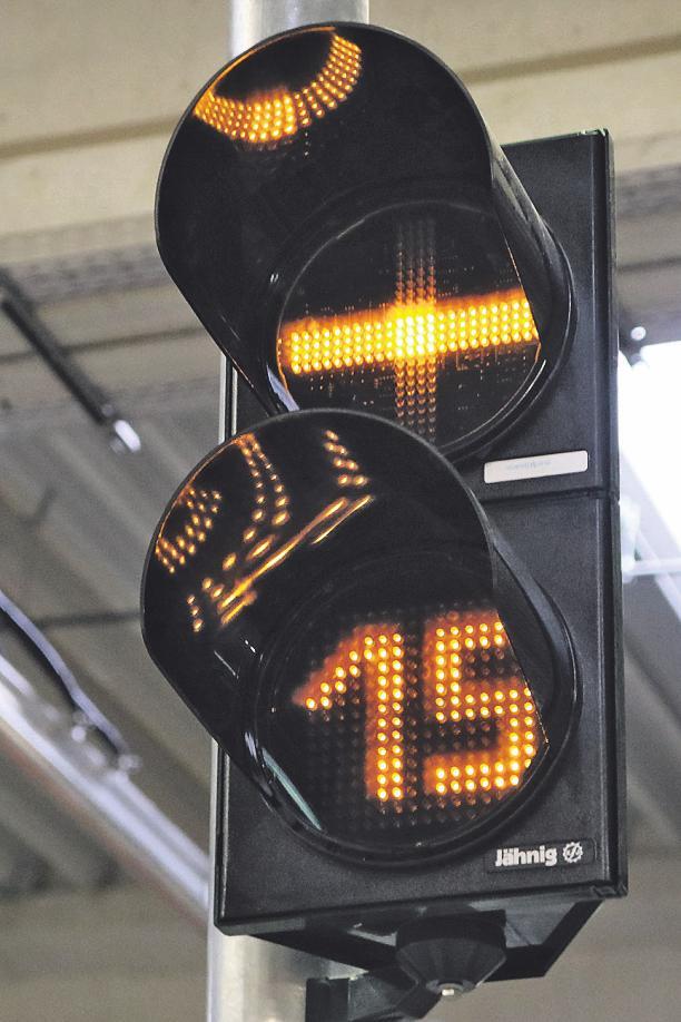 Auf insgesamt 16 Gleisen werden jeweils zwei Doppeltraktionen, also zusammen vier Stadtbahnwagen abgestellt. Ein- und Ausfahrt sind deshalb genau geregelt