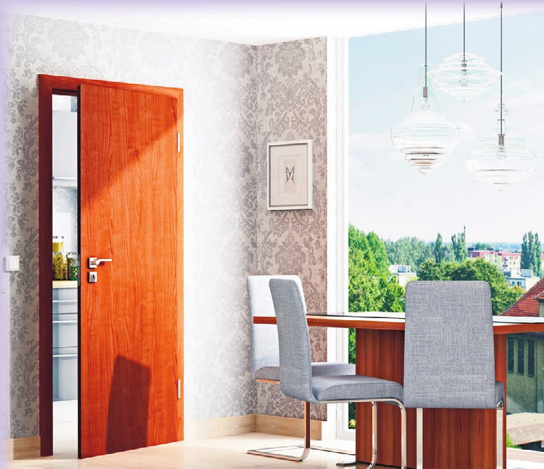 Die Holznachbildung der renovierten Tür vermittelt den authentischen Eindruck einer Echtholz-Oberfl äche. Foto: epr/PORTAS