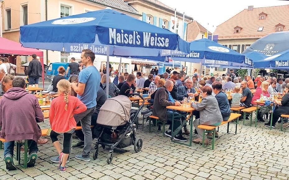 Am Samstag wird in Goldkronach wieder das Marktplatzfest gefeiert. Fotos: Archiv