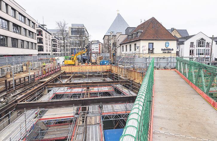 Die Baustelle wurde für die bevorstehende Sanierung komplett neu eingerüstet