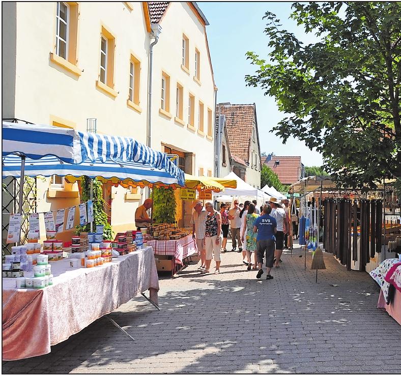 Der Schauernheimer Bauernmarkt punktet mit einem Angebot an regional produzierten Artikeln des Kunsthandwerks und Lebensmitteln: hier Eindrücke von 2017. FOTOS: CLEMENS