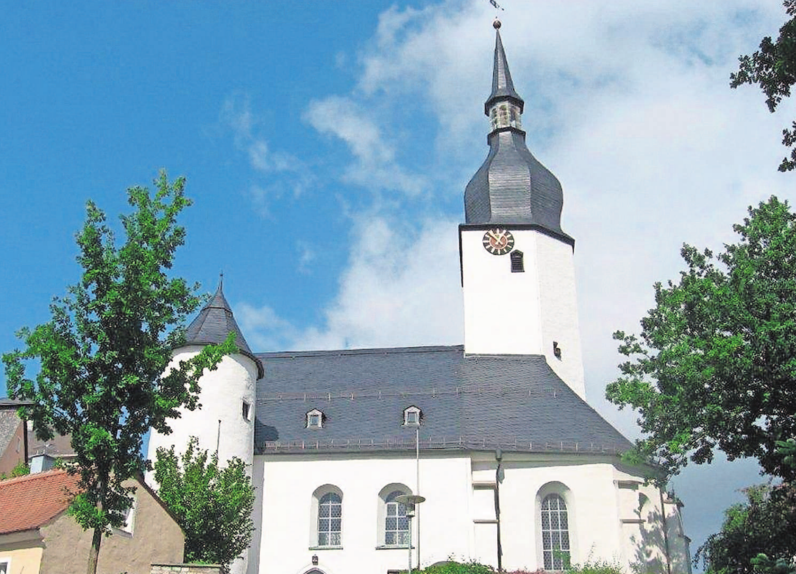 """In der alten und ehrwürdigen Kirche St. Ägiden in Thiersheim gibt es am Sonntag einen feierlichen Gottesdienst. Zur Kirchweih wird jedes Jahr """"Geburtstags- oder Einweihungsfest"""" der Kirche gefeiert."""