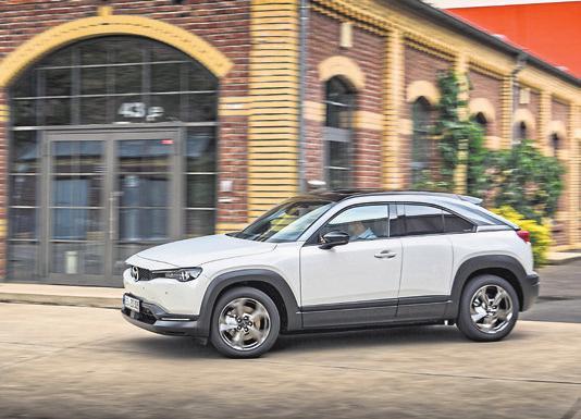 Der neue Mazda MX-30 ist das erste Serienfahrzeug von Mazda mit batterieelektrischem Antrieb