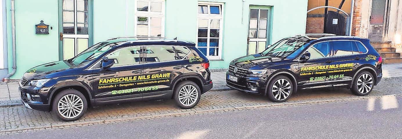 Unter anderem mit diesen Fahrzeugen erfolgt die praktische Ausbildung. Foto: Fahrschule Grawe